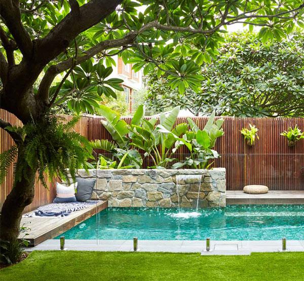 Une piscine de jardin